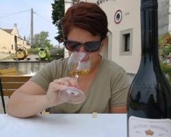 Női kezek, finom borok – de mi az az első fehérvári sétálókóstoló?